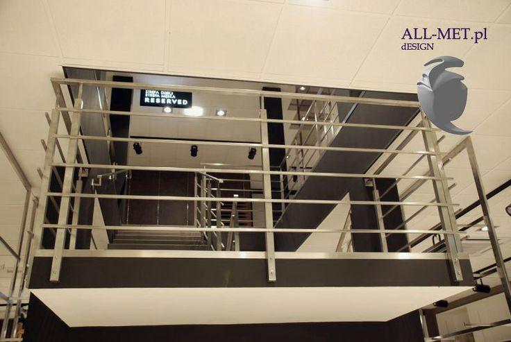 Balustrady, balkonowe, tras, schody, konstrukcja, nierdzewne, szkło, hartowane, mocowanie, montaż, ze stali, ze stali nierdzewnej, drewniane, w połączeniu z drewnem, w połączeniu ze stalą, barierki balkonowe, balustrady na balkon, barierki na balkon, balustrady balkonowe, balustrada szklana, balustrady ze szkłem
