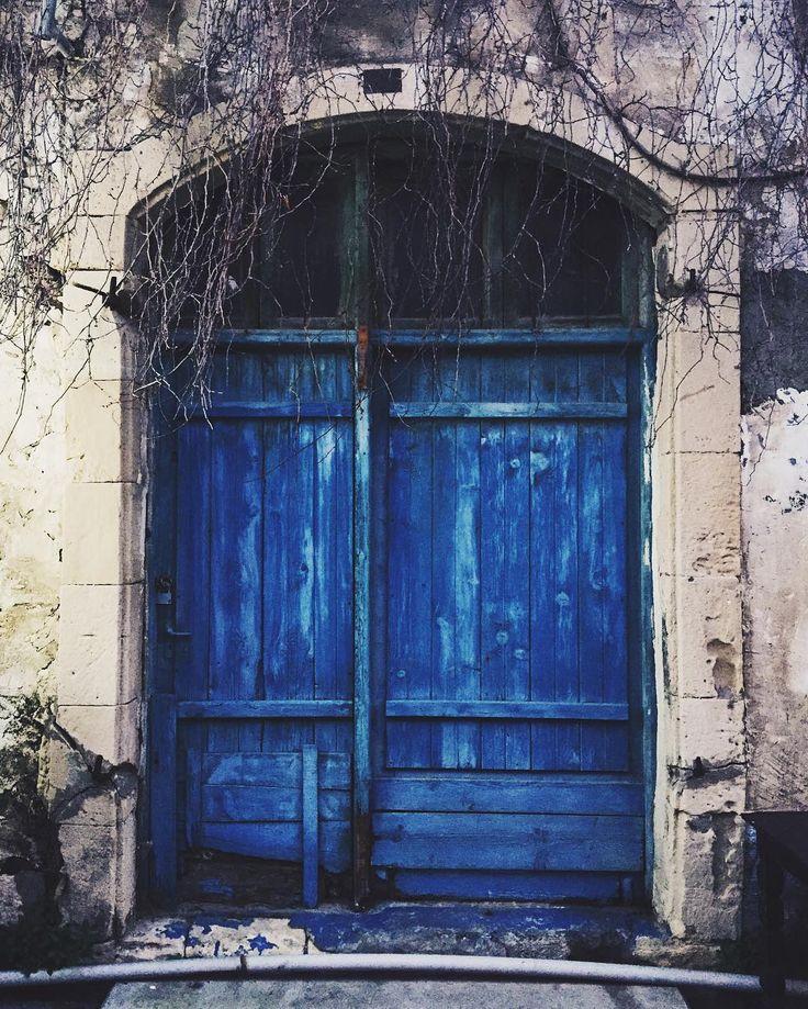 Ранне-утренние синие двери (надо уже завести отдельный тэг для них), а я уже в очереди на посадку