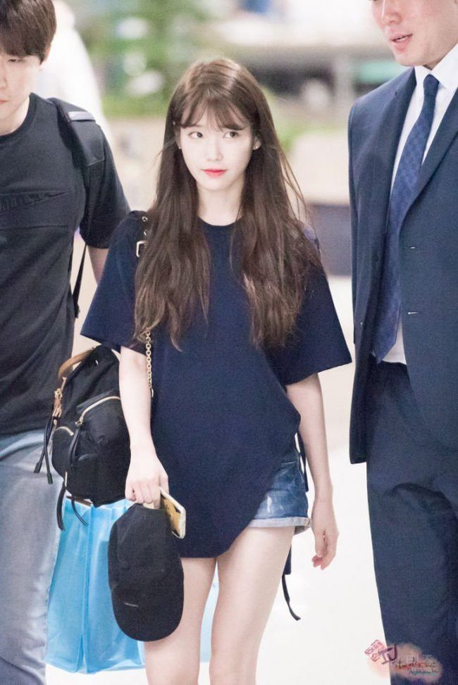 IU's traditional long-hair style can be seen in this fan photo