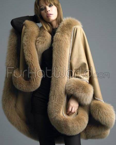 Kaschmir Cape mit Pelzbesatz aus hellbrauner Fuchs, mit Swarovsk #Pelz #Pelzmäntel #Fur #Fetisch #Zahlschwein