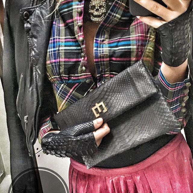 Getting ready for the party #tirolorock #pictureoftheday #loveyourself #party #zenati #zenatibags #zenatipeople #clutch #bag #bags #luxurybags #luxurybrand #luxurytravel #luxurylife #luxurylifestyle #luxury #lovemyjob #girlsjustwannahavefun #funwithfriends #gettingreadytoparty