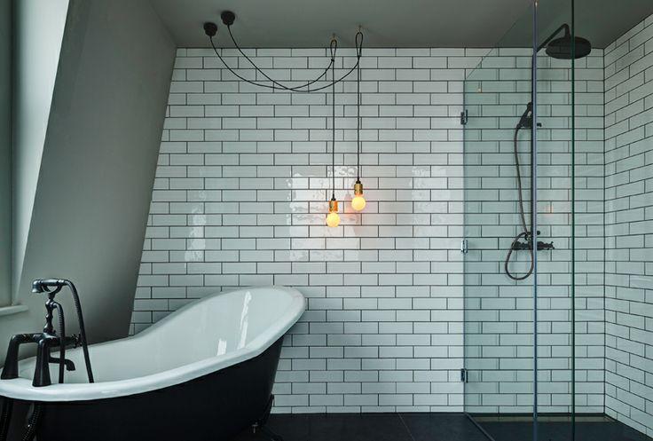 Brooklyn bathroom with Buster + Punch lights  http://grapedesign.dk/kontorindretning/kontorbelysning/busterandpunch/