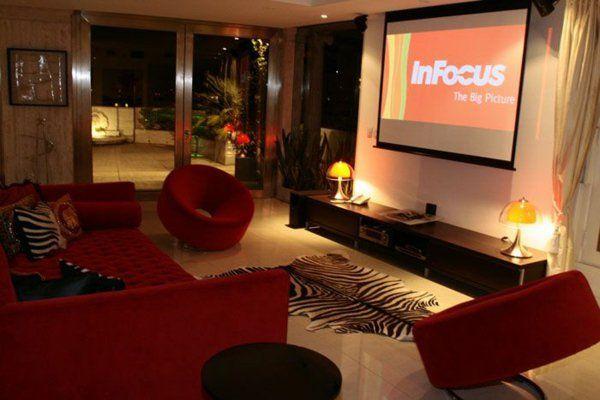 modernes wohnzimmer tv schrank rote sofa und sessel