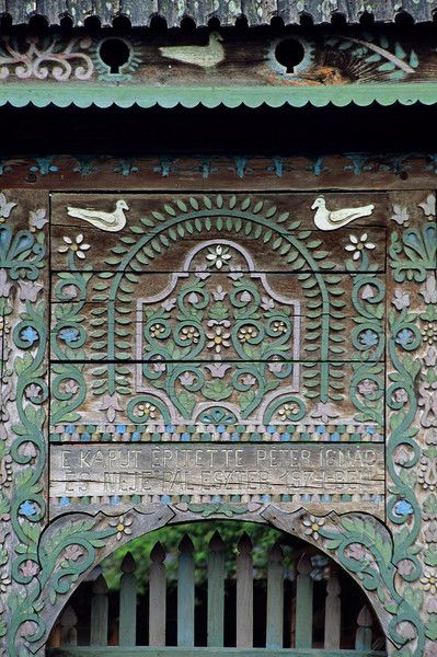 Hungarian gate - At Bradesti (north of Odorheiu Secuiesc) several decorated gates with little dovecots on top can be admired. They are typical for the houses of the Hungarian minority living in the region around Georgheni. Photo Mick Palarczyk.
