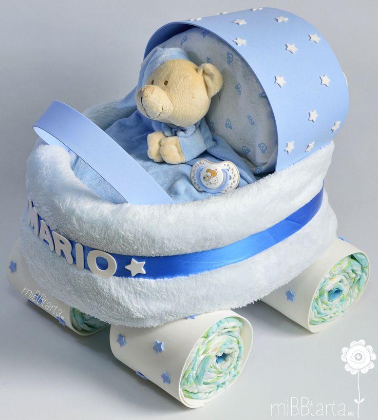 Regalo baby shower con el que sorprenderás a la futura mamá. Esta tarta de pañales con forma de carrito de paseo le encantará ¿Quieres ver todo lo que lleva? ¡Haz clic en la foto o en https://mibbtarta.es/producto/carrito-de-paseo/ ! #tartadepañales #tartasdepañales #fiestababyshower #diapercake #regaloparabebe#canastilla #babyshower #regalonacimiento #regalobebe #cestanacimiento #cestabebe #regalosoriginales