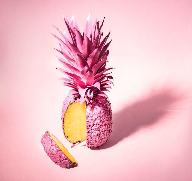 In unserem DIY zeigen wir Ihnen, wie Sie aus einer simplen Ananas eine aufregende Dekoration für Ihr Zuhause zaubern.