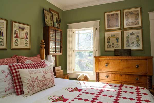 Romantic 1920s Bayou Bungalow Romantic Master Bedrooms And Quilts Coverlets