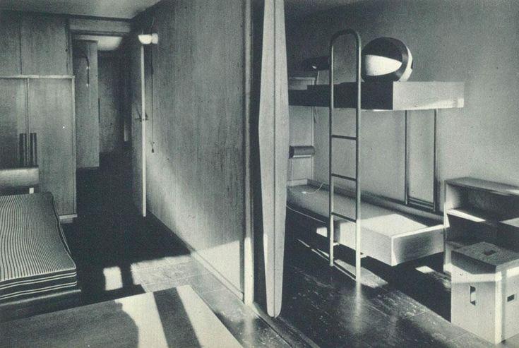 The Unité d'habitation by Le Corbusier in Nantes : The children's room with the sliding partition