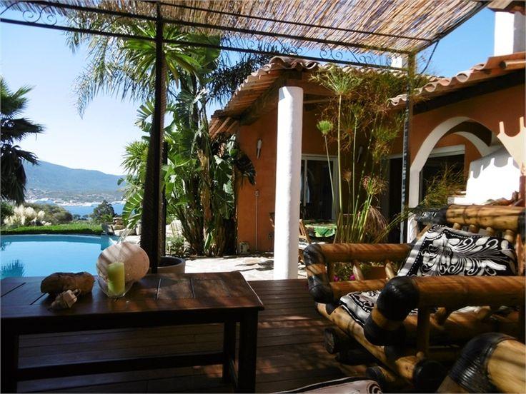 Amoureux de la Corse et de sites de rêves ? Venez découvrir cette sublime villa à vendre chez Capifrance à Olmeto.    Elle saura vous charmer avec ses 237 m², 9 pièces et 7 chambres.    Plus d'infos > Guillaume Ciabrini, conseiller immobilier Capifrance.