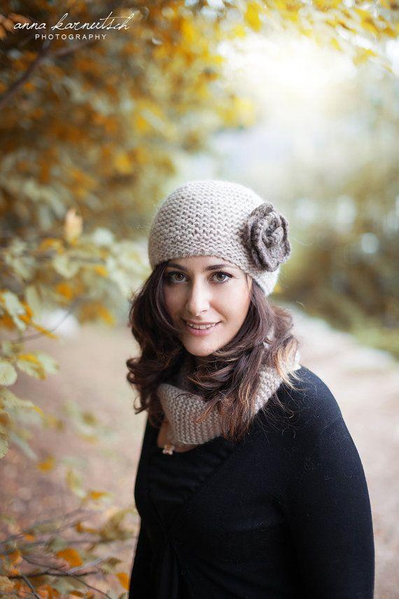 Cappello uncinetto lana donna grigio-viola di stile retrò