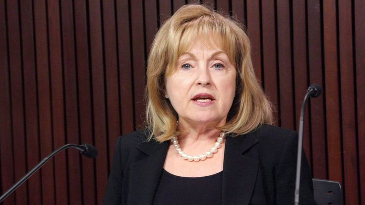 Former Ontario Liberal cabinet minister Madeleine Meilleur has withdrawn her application to be Canada's official languages commissioner following a barrage of criticism from opposition MPs for her ties to the Liberal Party and for meeting with the prime minister's top two staffers.