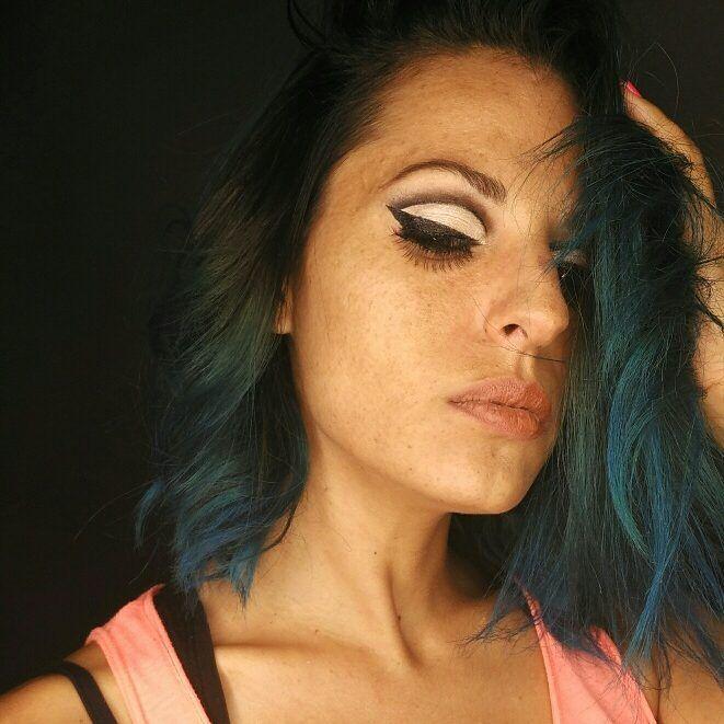 Maquillaje ambientado en twiggy  #twiggy #años70 #brillante #makeup #epoca #hairblue #eyeliner http://ameritrustshield.com/ipost/1556067973771481171/?code=BWYQ5PnAtBT