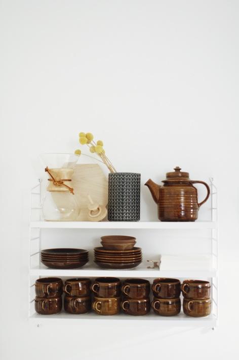 Varpunen: Open Shelves, Arabia Teapots, Green Teas, Wall Shelves, Mahonkitusina, Teas Sets, Varpunen, Kitchens Storage, Dishes Sets