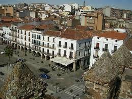 Visita la Plaza Mayor de #Cáceres y  disfruta de la mejor gastronomía con nosotros http://www.restauranteeustaquio.es/