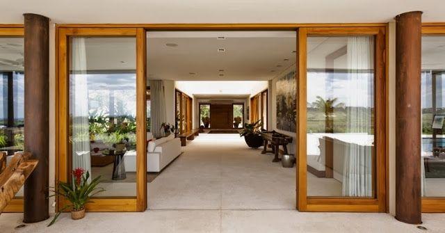 Lindas portas de correr, envidraçadas. Num país como o Brasil, cheio de sol, eu acho que janelas e portas amplas e envidraçadas são tão bonitas, levam um pouco de nossa maravilhosa natureza para o interior de nossa casa.