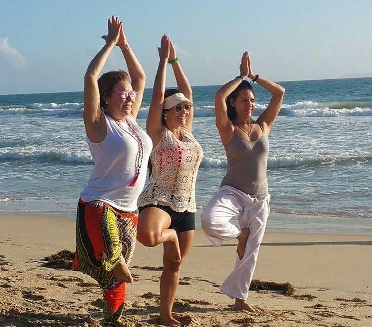 Si la mirada está estable la mente está estable. Geeta Iyengar.  Vrksasana  Postura del Árbol  Postura de equilibrio y centro. Fortalece el tren inferior especialmente tobillo gemelos y cuadriceps . Mejor el sentido del equilibrio.  Asana representada por alumnas del Diplomado de Yoga En la isla de Margarita.  #yogaensintesismargarita #asana  #doyoga #Yoghismo #yoga #yogi #yogini #omguru #meditacion #yogavenezuela #aiyy #diplomado #islademargarita #picofday #iphonegraphy  #fotodeldía #satnam…