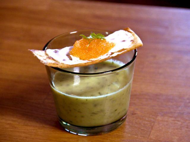 Salladslöksoppa med löjromstortilla (kock Hans - Stockholm)