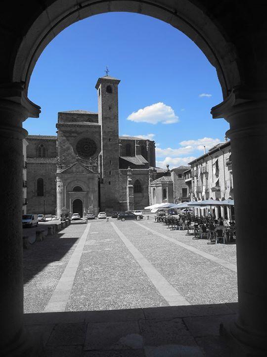 La Catedral , desde arco de la Casa Consistorial