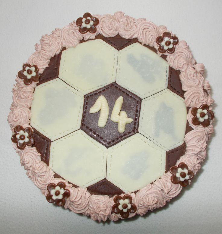 Čokoládový dort s modelovací hmotou z bílé a mléčné čokolády