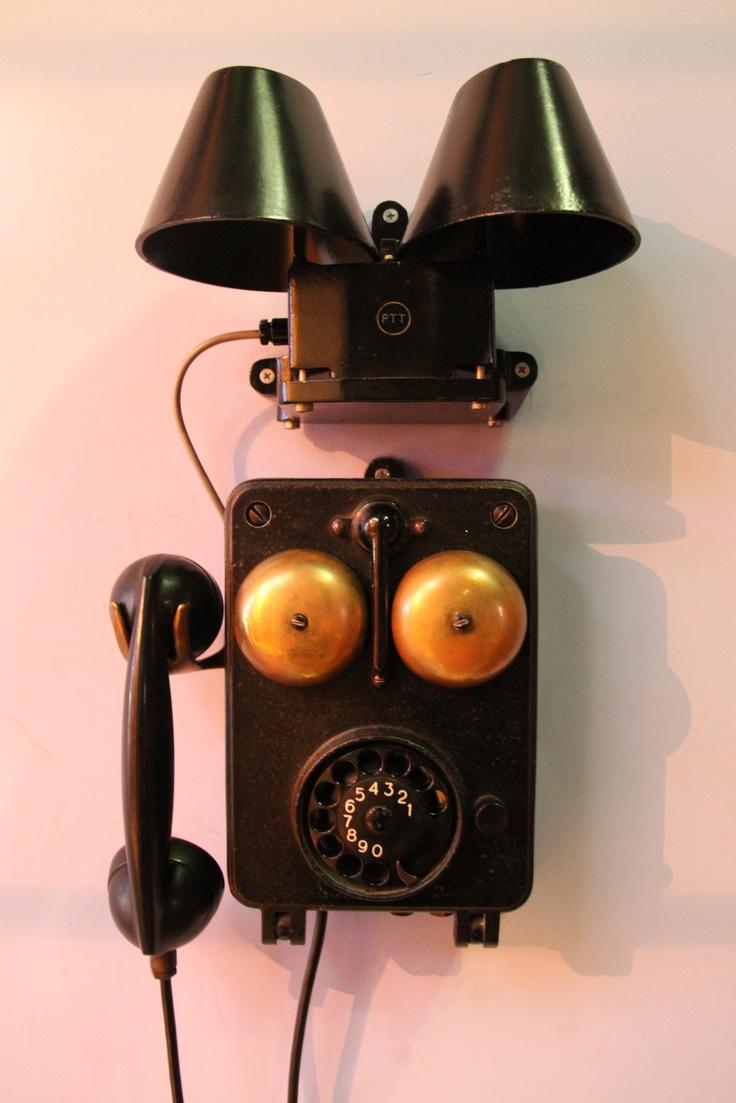 Een oude telefoon in het Verkade museum (Zaanse Schans)