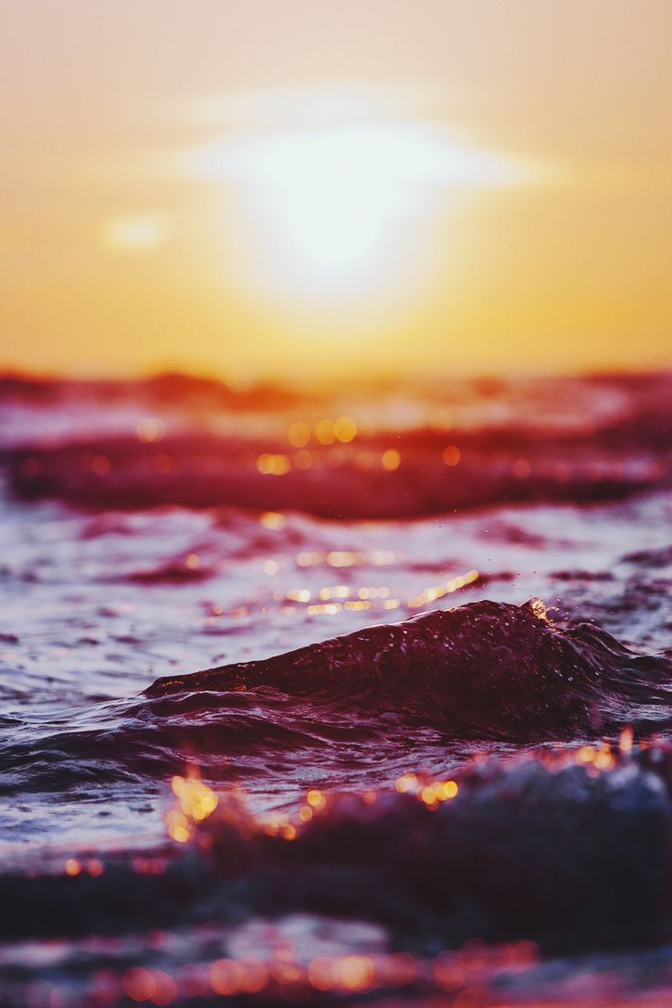 http://blog.avisiblesignofmyown.com/post/86245101238/flaming-waves Elena Morelli