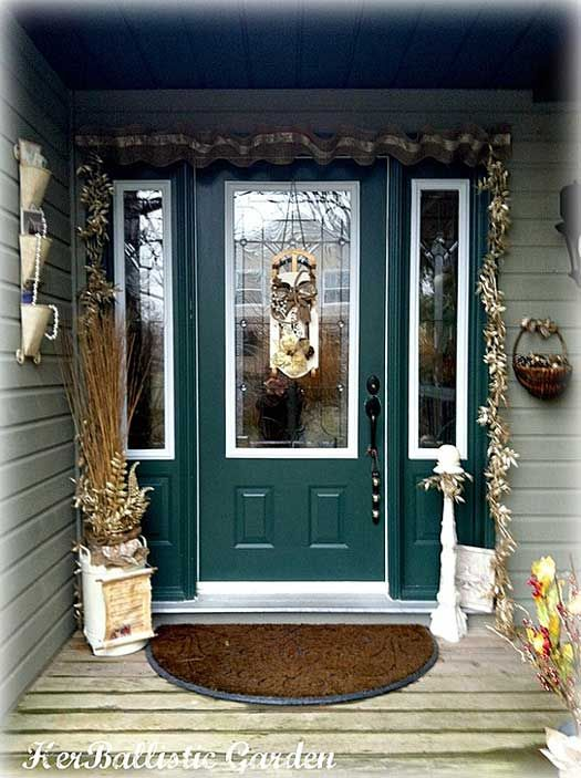 94 best christmas porch decorating images on pinterest for Christmas decoration 94