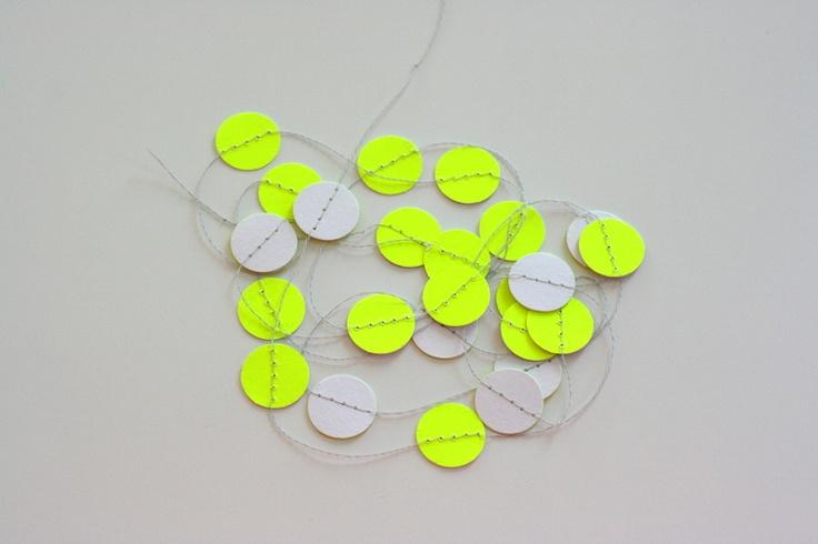 Guirlande confettis fluo - neon paper garland