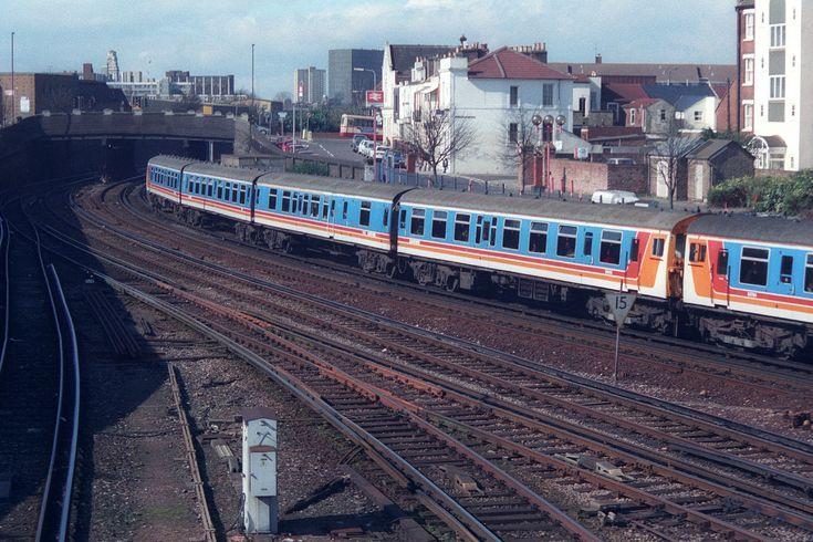 https://flic.kr/p/UYUNsJ | 1519 & 1612, Fratton, March 13th 1999 | 1133 Portsmouth Harbour-London Waterloo.