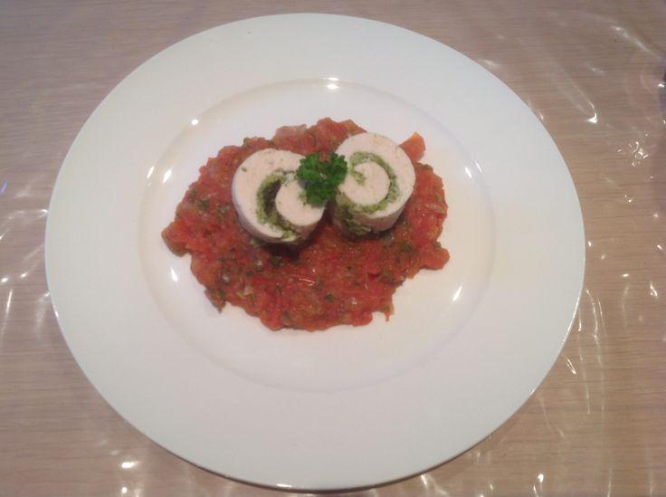 Gevulde kip met broccoli en tomatensaus