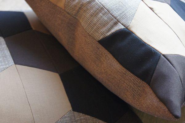 Brun pude Anker - pude af gamle herrebukser og habitter - pude fra Living by Heart