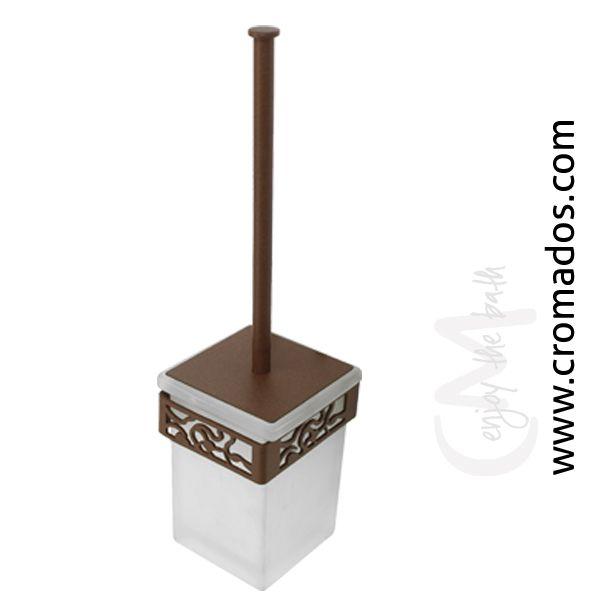 Escobillero ARD16 de la serie Art Decó de CM Baños.  Medidas: 90x105x437.  Acabado en marrón forja con opción a blanco texturizado y negro forja. Estilo art decó rústico.