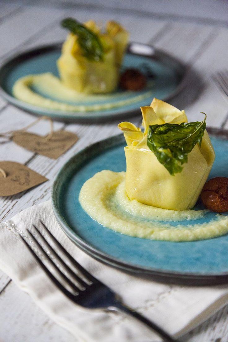 Fagottini di pasta fresca ripieni di scampi e patate: I #fagottini di #pastafresca ripieni di #scampi e #patate sono un primo piatto romantico ed effetto: saporitissimi e delicati allo stesso tempo, sono una sorpresa magnifica per una persona speciale!