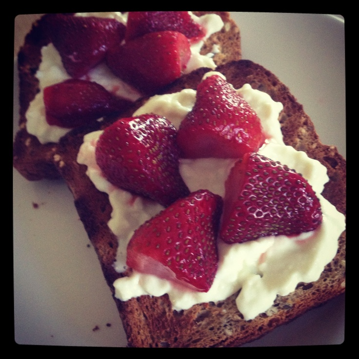 Strawberries and Ricotta on Toast from Michelle Bridges 12WBT
