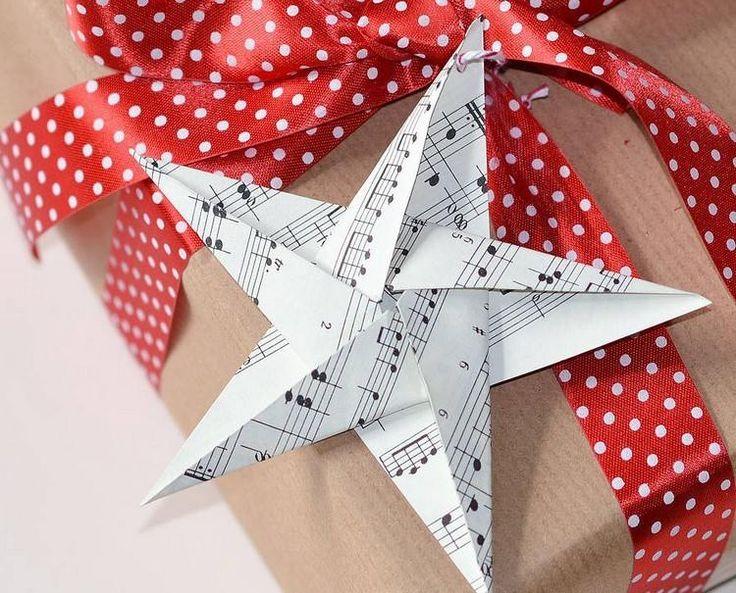 emballage cadeaux original avec étoile origami Noël en partition