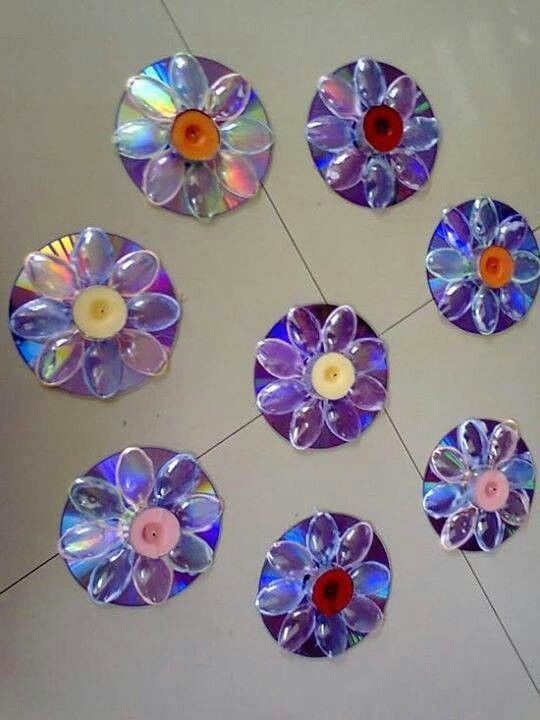 Fleur en cd avec cuill re en plastique maternelle for Craft ideas using waste materials