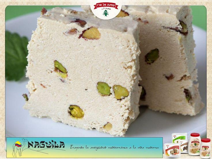 La #Halva en si esta hecha de semillas de #Ajonjolí. Ahora, con trozos de #Pistacho, ya es una fiesta de sabor y salud!