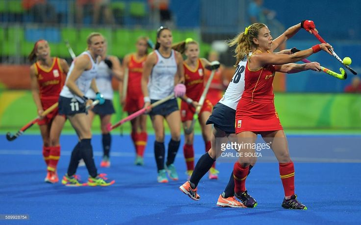http://media.gettyimages.com/photos/spains-cristina-guinea-vies-with-britains-nicola-white-during-the-picture-id589928754
