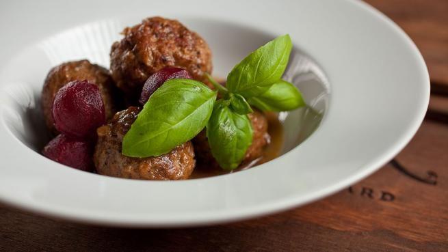 Ragoût de boulettes et pattes de cochon