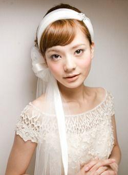 ヘアアクセサリーを使った花嫁のヘアスタイル・アレンジ画像集【結婚式・披露宴】
