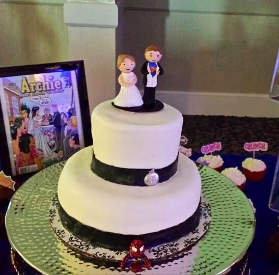 Geek Wedding cake with personalized topper and Spider-Man