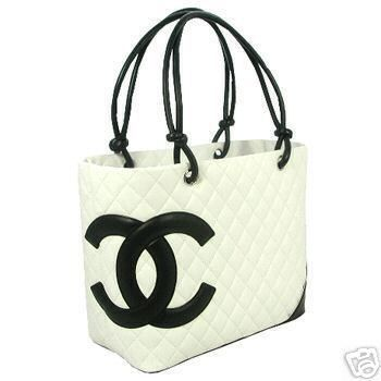 Chanel white bag : I'm not really into purses but I DO enjoy the minimalist designs of the coco Chanel brand this purse is hot