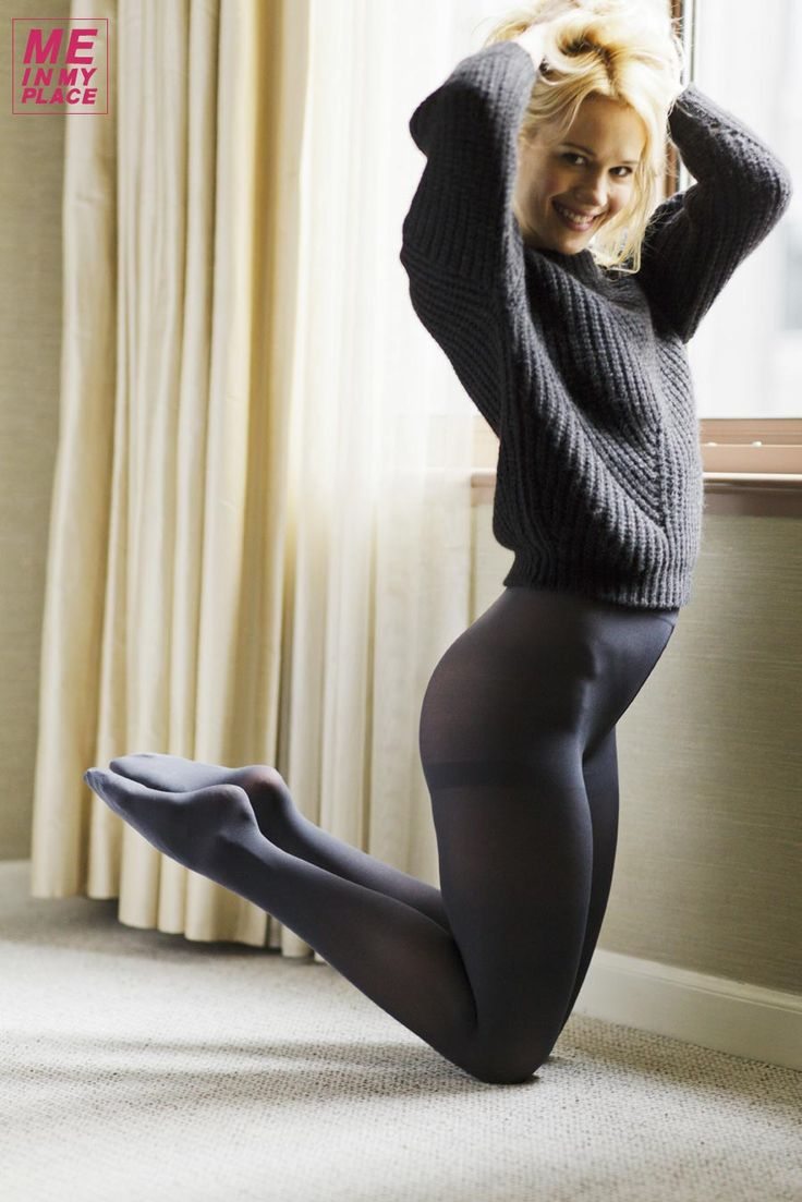 naked pictures of kristen hagers but in tights