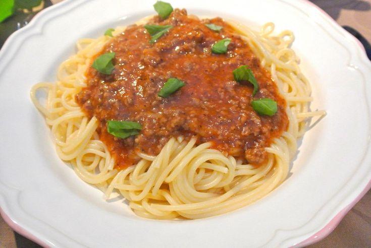 Zelfgemaakte pastasaus met tomaat en gehakt #kinderfeestje #kookfeestje #Italiaans