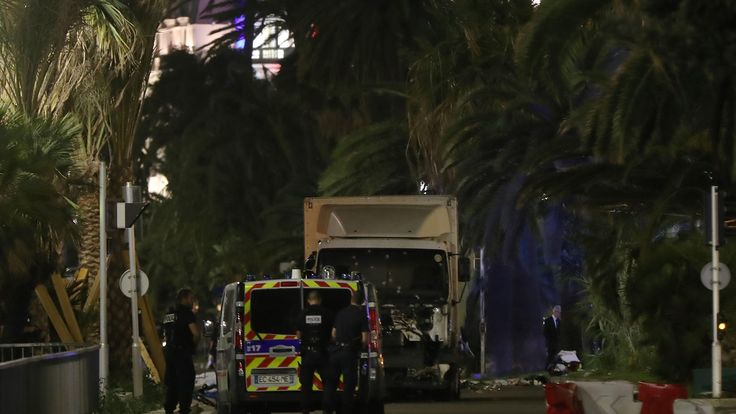 Trois policiers sont morts dimanche à Baton Rouge, en Louisiane, sous les balles d'un inconnu qui a ouvert le feu sur eux, rapporte le maire de la ville, Kip Holden, cité par la chaîne de télévision NBC.
