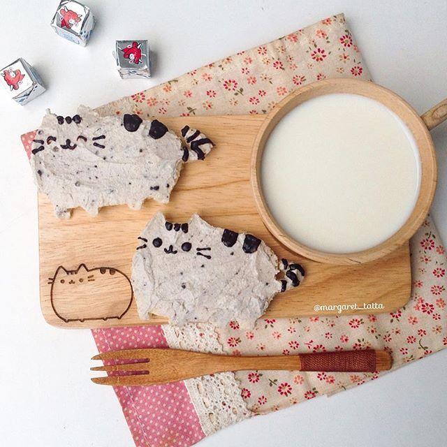 little one's snacktime before tuition: pusheen oreo cream cheese sandwiches, matched with pusheen wooden tray n cup gifted by my sis-in-law-to-be, thank youu Des @desly_m  #tattadiary #pusheen #pusheenthecat