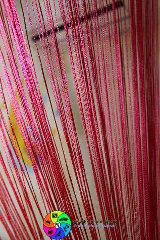 Розовая нитяная занавеска! Что еще нужно для комнаты принцессы?:)