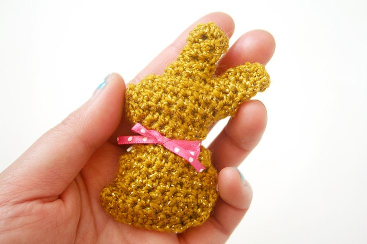 I have a new free pattern on my blog! Mini Chocolate Easter bunnies!