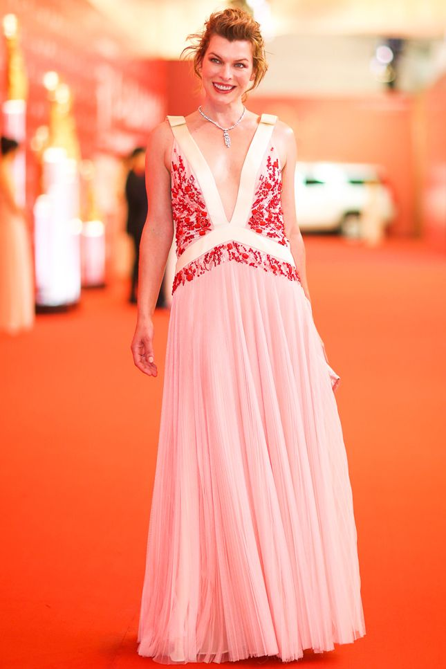 Милла Йовович в Prada на Shanghai International Film Festival