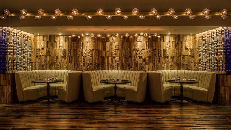Design & Upcycling: Wonderwall Studios bietet mit den Holzpaneelen PHOENIX eine edle Design Wandgestaltung der besonderen Art. In den ausgefallenen Paneele stoßen geometrische und organische Muster aufeinander. Aus Möbelhartholz...
