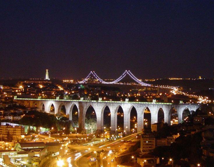 Aqueduto das Águas Livres com a Ponte 25 de Abril ao fundo